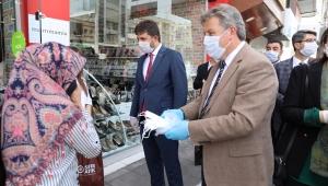 Kayseri Melikgazi Belediye Başkanı Mustafa Palancıoğlu, Bayraö Öncesi Esnaf ve Vatandaşa Maske Dağıttı