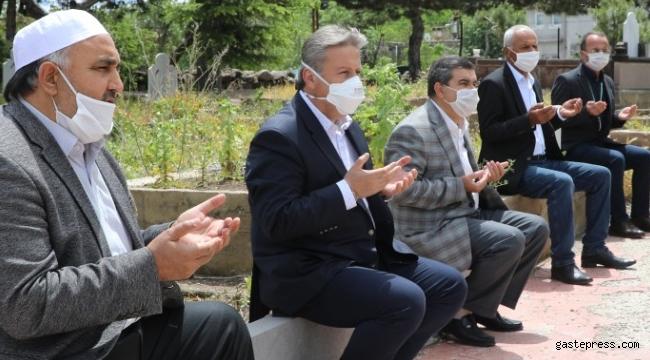 Kayseri Melikgazi'nin 40 Mezarlığında Dualar Edildi!