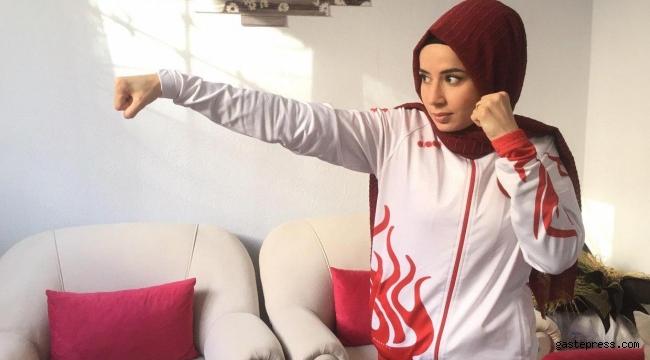 Wushu ve kickboksta dünya şampiyonu Hayriye Türksoy, evinde form tutuyor