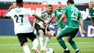 Beşiktaş, Konyaspor engelini rahat geçti ve Avrupa'ya göz kırptı!