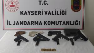 Jandarmadan ruhsatsız tabanca operasyonu: 2 gözaltı