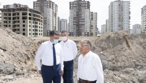 Kayseri Büyükşehir Belediye Başkanı Dr. Memduh Büyükkılıç, Talas'ta planlanan Spor Lisesi'nin yapılacağı bölgede incelemeler bulundu.