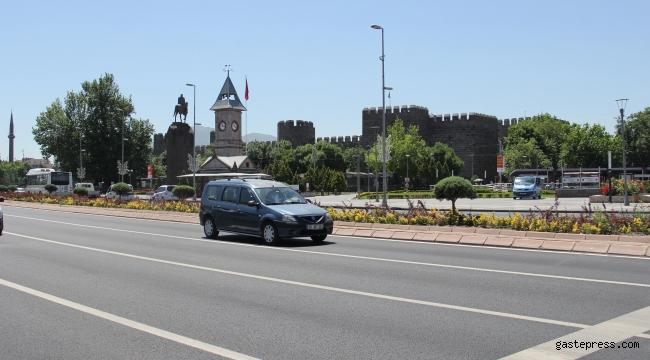 Kısıtlama kaldırıldı, Kayseri'de sokaklar yine boş kaldı