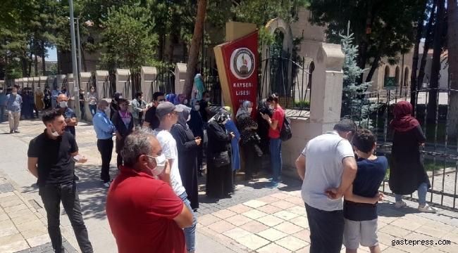 YKS'de AYT sınavı sona erdi