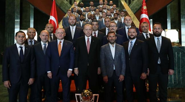 Cumhurbaşkanı Erdoğan, şampiyon Başakşehir'i kabul etti!
