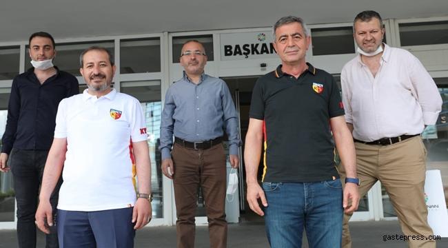 İYİ Parti Kocasinan Belediye Meclis üyelerinden Kayserispor'a t-shırtlü destek geldi!
