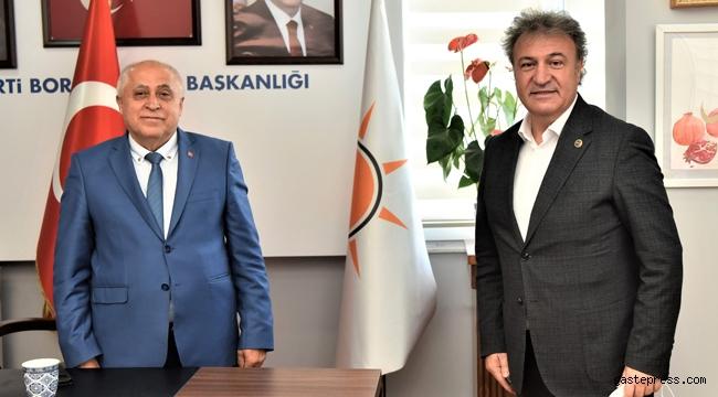 İzmir Bornova'da Başkan İduğ'dan AK Parti'ye hayırlı olsun ziyareti!