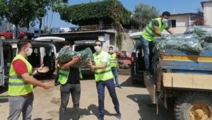 İzmir'de Biz Varız dayanışması sürüyor! 48 ton taze salatalık dağıtıldı!