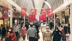 Kayseri'de alışveriş yoğunluğunda sosyal mesafe unutuldu!