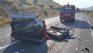 Kayseri'de otomobil ve kamyonet çarpıştı: 1 ölü, 5 yaralı!