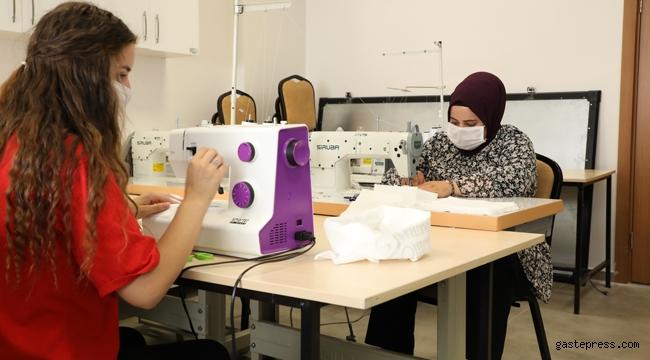 Kayseri Üniversitesi'nde Yaz Dönemi Uygulamalarında Öğrenciler Maske Üretimi Yapıyor!