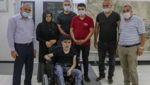 Kayseri Yahyalı'da Mehmetçik'ten Engelli Gence Akülü Araç Desteği!