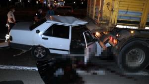 Otomobil kamyona çarptı: 1 ölü, 1 yaralı