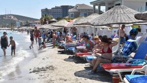 Çeşme Ilıca Plajı'nda bayram yoğunluğu yaşanmaya devam ediyor!