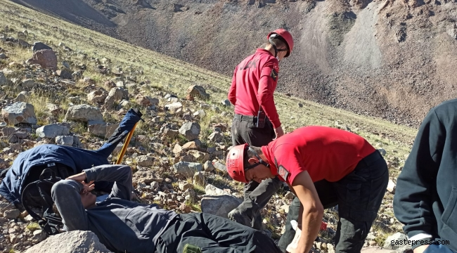 Erciyes'te zirve tırmanışında rahatsızlanan dağcıyı JAK kurtardı!