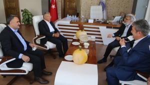 Eski Bakan Taner Yıldız ve Başkan Büyükkılıç Kayseri Develi Belediyesi'ni Ziyaret Etti!