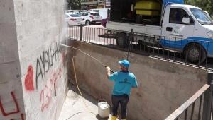 Kayseri'de sprey boyayla zarar verilen tarihi kümbetler temizlendi!