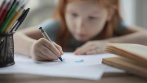 Yaş Arttıkça Kızlarda Okullaşma Azalıyor!