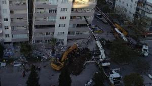 Depremde ilk 3 katı çöküp yan yatan bina, vinçlerle desteklendi!