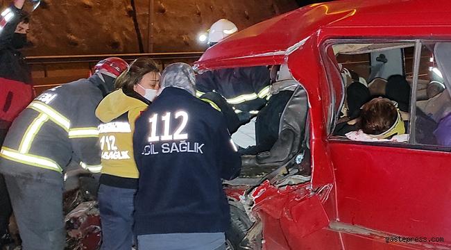 Düzce'de meydana gelen kazada eşyaların altında kalan 2 çocuk ağlayınca fark edildi!