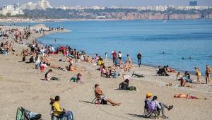 Kısıtlama sonrası sahilde sosyal mesafe unutuldu!