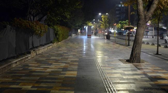 Türkiye'de herkes evlere koştu ve sokağa çıkma kısıtlaması başladı!