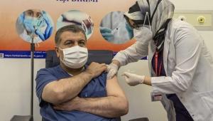 Bakan Koca: 'Yarından itibaren sağlık çalışanları aşılanmaya başlayacak'