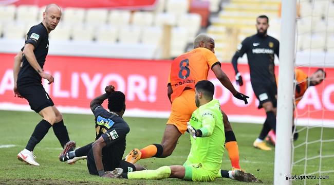 Galatasaray, Malatya'dan mutlu dönüyor!