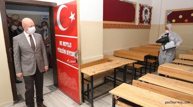 Kayseri Kocasinan Belediyesi okullarda temizlik ve dezenfekte çalışması yaptı!