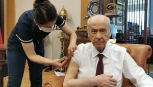 MHP Genel Başkanı Devlet Bahçeli'de koronavirüs aşısı yaptırdı!