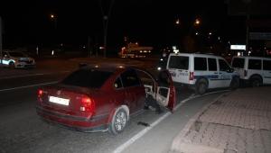 Polisin 'dur' ihtarına uymayan otomobildeki 2 kişi, kovalamacayla yakalandı!