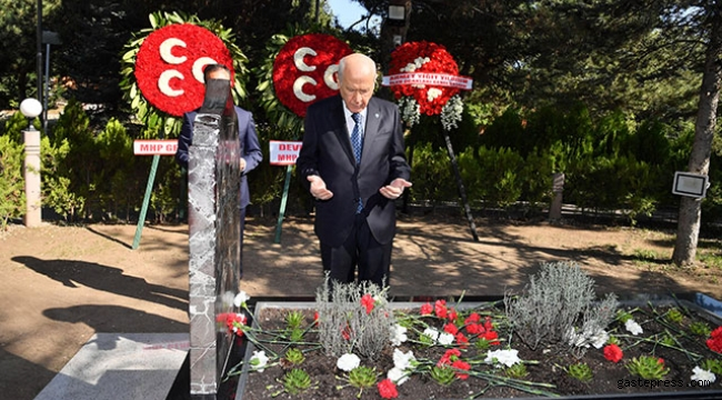 Bahçeli, Türkeş'in mezarını ziyaret etti!