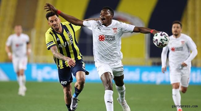 Kadıköy'de Fenerbahçe'ye Sivasspor darbesi!