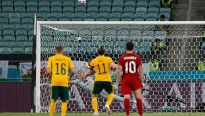 EURO 2020'de kullanılan 5 penaltının 4'ü kaçtı!