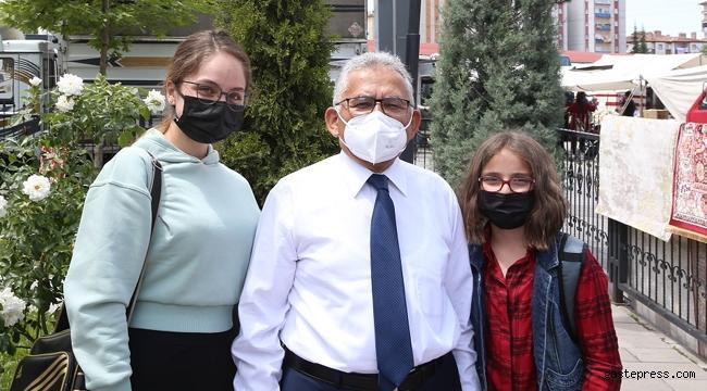 Kayseri'de Başkan Büyükkılıç, Sezai Karakoç Kütüphanesi'nde Gençlerle Buluştu!