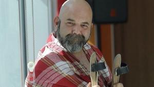 Oyuncu Murat Makar, Ahmet Alp için peştemalini açık arttırma ile satıyor!