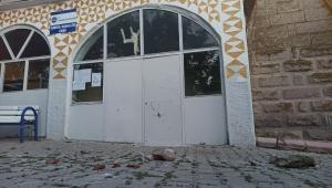 Depremde hasar gören cami ibadete kapatıldı!