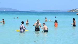 İzmir'de Çeşme plajlarında bayram yoğunluğu!
