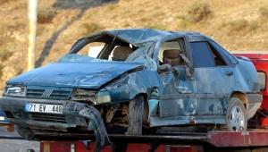 Kayseri'de refüje çarpan otomobil takla attı: 5 yaralı