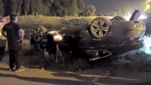 Kayseri'de virajı alamayan otomobil takla attı!