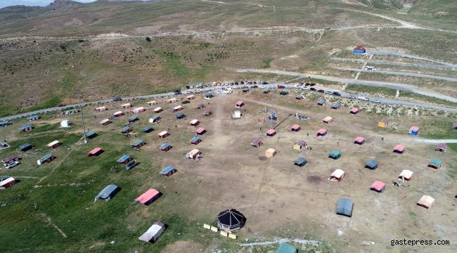 Kayseri Erciyes'teki çadır kampta yoğunluk!