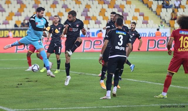 Sivasspor konuk olduğu deplasmanda Yeni Malatyaspor'u tek golle devirdi!