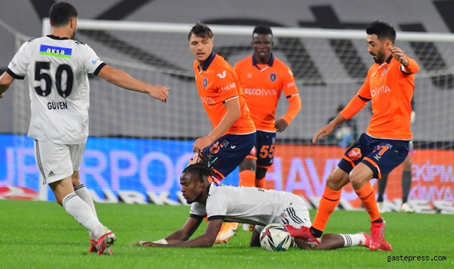 Başakşehir Emre Belözoğlu yönetimindeki ilk maçında Beşiktaş'ı 3-2 mağlup etti!