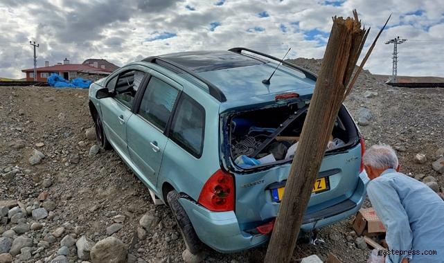 Kayseri Yeşilhisar'da otomobil Direğe çarptı!