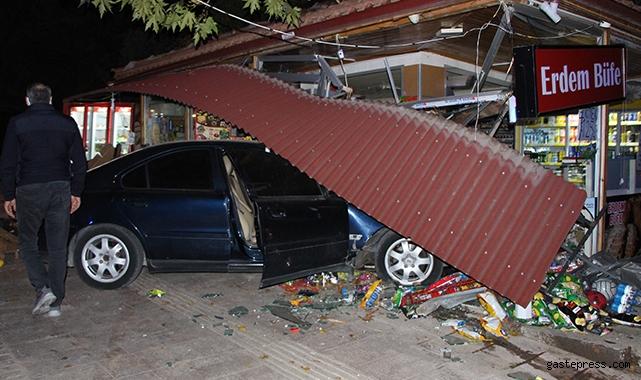 Kontrolden çıkan otomobil büfeye daldı, facia ucuz atlatıldı!