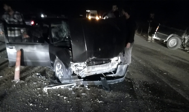 Malatya'da otomobil ile pikap çarpıştı: 2 yaralı!