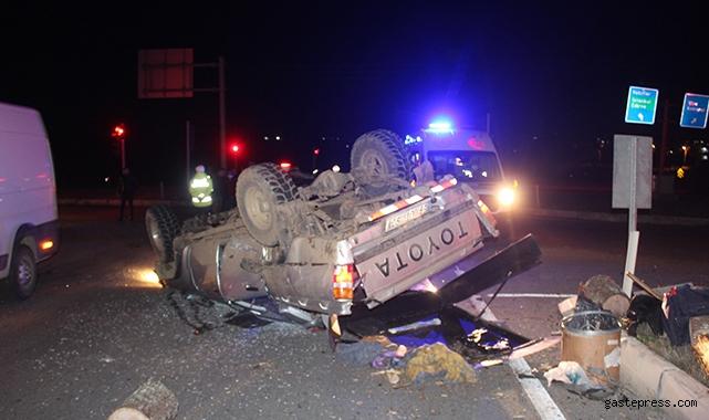 Otomobille çarpışan kamyonet hurdaya döndü: 1 yaralı!