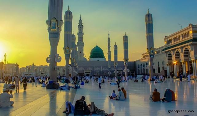 Suudi Arabistan'da açık alanlarla maske zorunluluğu kalkıyor!